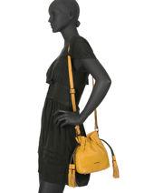 Bucket Bag S Wellington Leder Etrier Geel wellington EWEL02-vue-porte